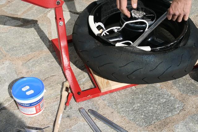 Decolleuse a pneu moto
